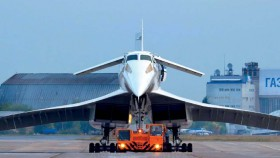 "Tupolev Tu-144 mahakarya tunggal ""Uni Soviet"""