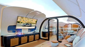 Sajikan pandangan langit biru dibalik atap kabin