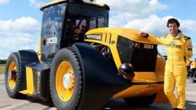 JCB memecahkan rekor dunia untuk traktor tercepat