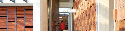 Sentuhan Jawa pada rumah modern