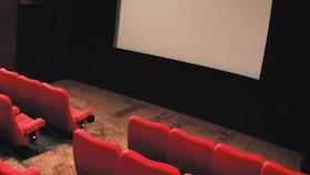 Di bioskop ini film diputar tanpa sensor
