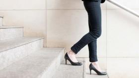 Menimbang manfaat sepatu hak tinggi dengan risikonya