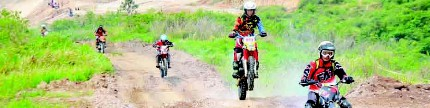 Adventure Bandung, off-roader motor ditantang teletubbies