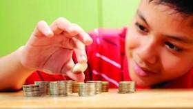 Melatih kesabaran anak lewat uang jajan