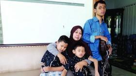 Muslimah, tetap tegar dianugrahi tiga anak tunanetra