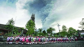 Erupsi Gunung Agung, gemuruh malam hari bikin resah