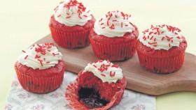 Molten red velvet cake