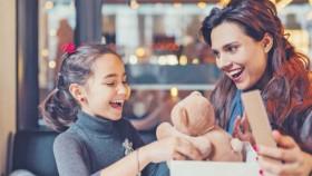 Jangan terlalu sering kasih hadiah ke anak