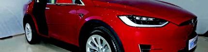 Tesla model X, SUV listrik 2,9 detik