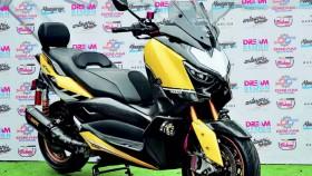 Yamaha XMAX 2017, tampil beda dengan kaki moge