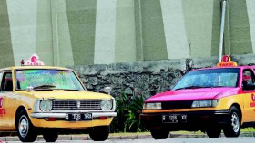 Toyota Corolla 1973 & Holden Gemini 1989, gaya taksi mendatangkan rezeki
