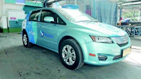 Uji coba taksi listrik Bluebird Zero Accident Zero