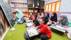 Meningkatkan minat belajar warga, mulai dari anak-anak sampai lansia