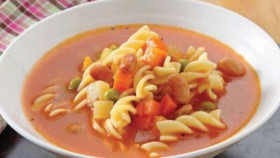 Segar mengenyangkan semangkuk minestrone soup