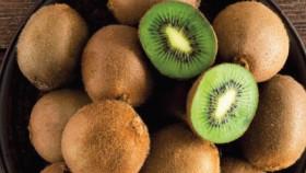 Kiwi, sumber vitamin c & enzim juga menjaga kesehatan mata serta kulit
