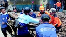 Menjadi manusia peduli saat bencana