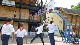Keceriaan santri SMP DTBS belajar di tanah wakaf